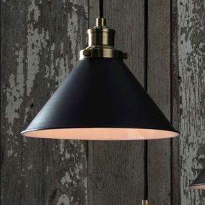 Crosby threshold pendent, black and brass